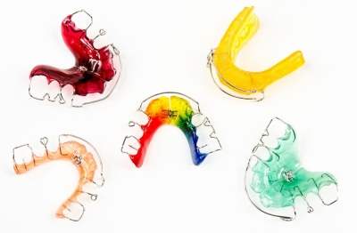 Виды съемных ортодонтических пластинок в Радуге